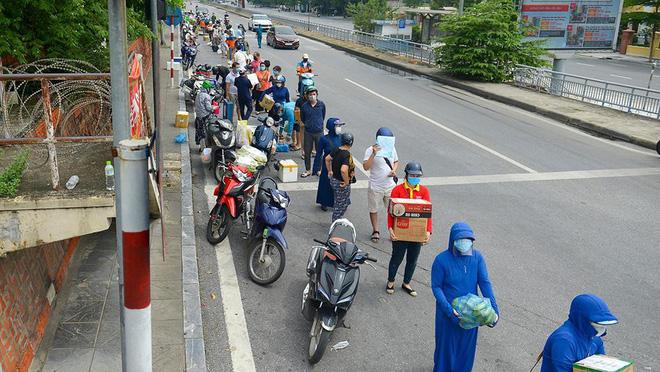 Hà Nội: Gỡ phong toả hàng loạt khu vực cách ly tại ổ dịch ở Hoàng Mai, Đống Đa, Hoàn Kiếm - Ảnh 2.