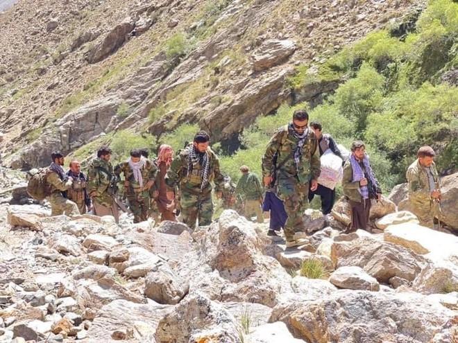 Đại chiến Panjshir bùng nổ, Quân nổi dậy Afghanistan phản công, Taliban tháo chạy ở 3 khu vực - Mỹ bất ngờ có động thái khiến đồng minh Saudi tái mặt - Ảnh 1.