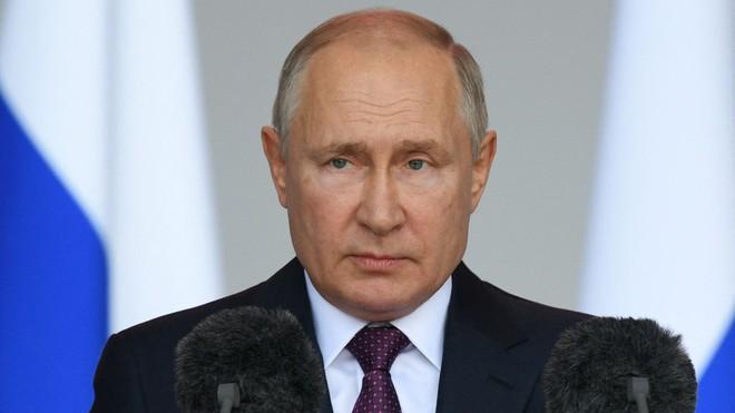 NÓNG: Sức khỏe của TT Putin ra sao sau tuyên bố tự cách ly? - Điều khiến láng giềng sát vách Việt Nam lo ngại - Ảnh 1.