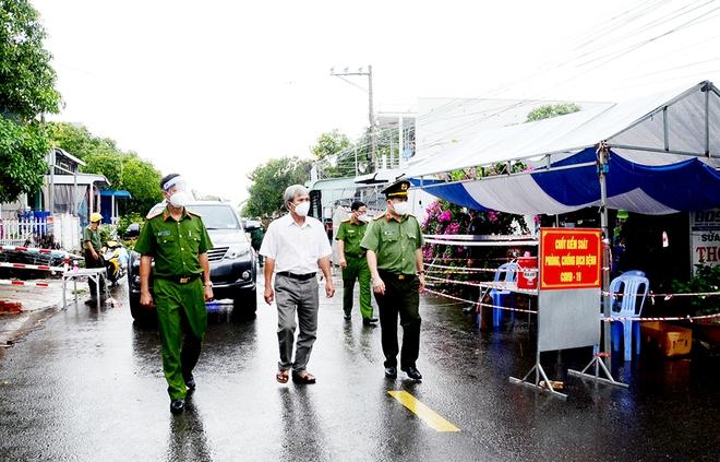 An Giang họp khẩn sau khi bị Thủ tướng gọi nhắc nhở lúc nửa đêm; Người dân ở TP. HCM choáng với giá chiếc bánh mì bán mang về - Ảnh 1.