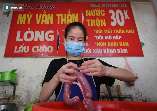 Cuộc gọi lúc nửa đêm của Thủ tướng với Bí thư thị trấn ở An Giang; Ổ dịch tại đám tang ở Thanh Hóa đã có ca tử vong - Ảnh 1.