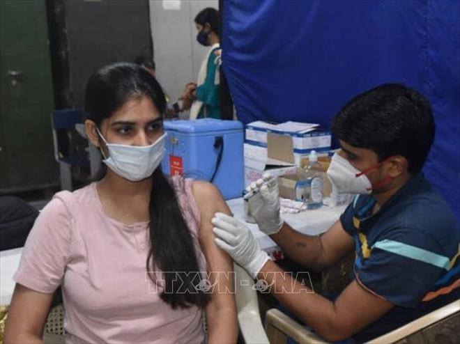 Hiệu quả miễn dịch bất ngờ ở 1 vaccine có tại Việt Nam; TT Putin tiết lộ hàng chục người thân cận nhiễm Covid - Ảnh 1.
