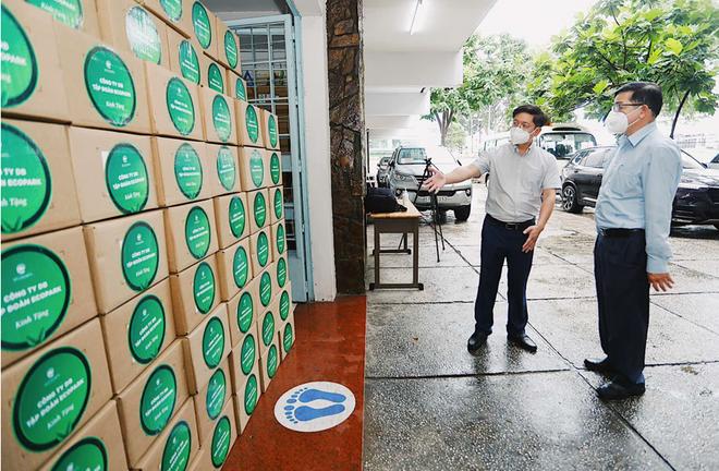 100.000 lọ thuốc đặc trị Covid-19 do Ecopark tài trợ đã về đến Việt Nam - Ảnh 2.