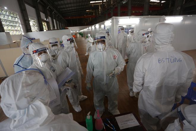 """Cô giáo ở Quảng Bình nói gì về thông tin định tiêm luôn 4 mũi"""" vắc xin Covid-19?. Việt Nam thêm 10.040 ca mắc  - Ảnh 1."""