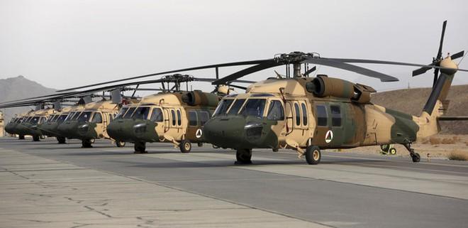 Nga dồn dập tấn công, 20 cuộc không kích lập tức vùi kẻ thù trong mưa đạn - Các cựu phi công Afghanistan tước hàng chục máy bay từ Taliban - Ảnh 1.