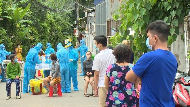 Cô giáo ở Quảng Bình nói gì về thông tin định tiêm luôn 4 mũi vắc xin Covid-19?. Việt Nam thêm 10.040 ca mắc - Ảnh 1.