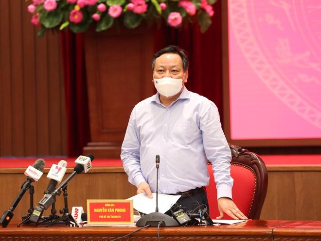 Phó Bí thư Hà Nội: Thành quả chống dịch bị thách thức lớn sau việc người dân đổ ra đường đêm Trung thu - Ảnh 1.