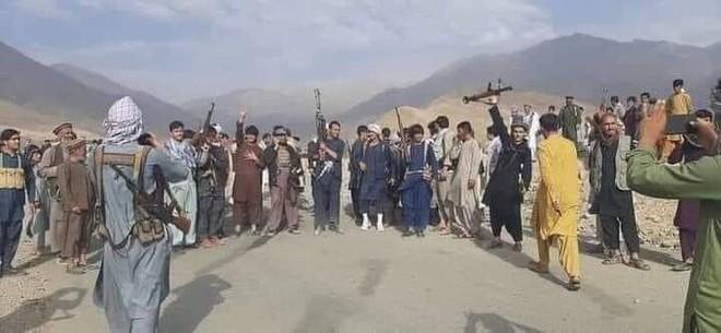 Quân nổi dậy giăng thiên la địa võng, Taliban chờ chết trong Panjshir - Bị Mỹ-Anh-Úc đâm sau lưng, Pháp cầu viện Ấn! - Ảnh 1.