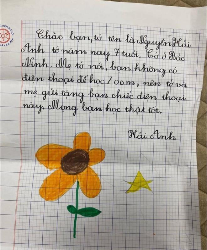 Bé gái 7 tuổi tặng bạn chiếc điện thoại Iphone 7 mới cứng để học online kèm bức thư tay