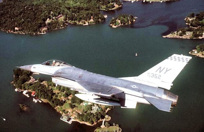 NÓNG: TT Biden bị máy bay lạ uy hiếp, F-16 lập tức xuất kích đánh chặn - Phe nổi dậy sắp hất cẳng Taliban tại 1 tỉnh nữa của Afghanistan! - Ảnh 2.