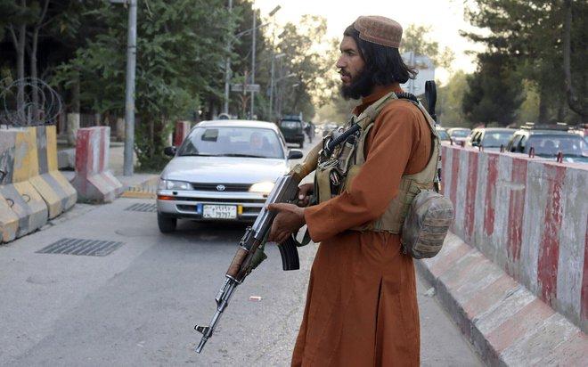 NÓNG: Máy bay chở TT Biden bị uy hiếp, F-16 lập tức xuất kích đánh chặn - Phe nổi dậy sắp hất cẳng Taliban tại 1 tỉnh nữa của Afghanistan! - Ảnh 1.