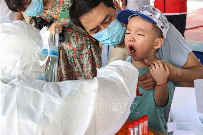 NÓNG: Ít nhất 1 triệu liều vaccine sắp về Việt Nam ngay trong tháng 10 - Láng giềng sát vách Việt Nam đạt thành tích khủng - Ảnh 1.