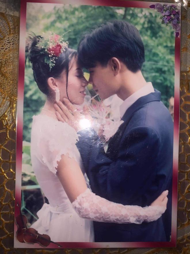Ảnh cưới của bố mẹ Thương.
