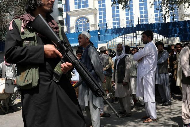 NÓNG: Bộ trưởng Quốc phòng Taliban ra lệnh trấn áp chưa từng thấy - Ukraine vừa bị NATO tung cái tát trời giáng - Ảnh 2.