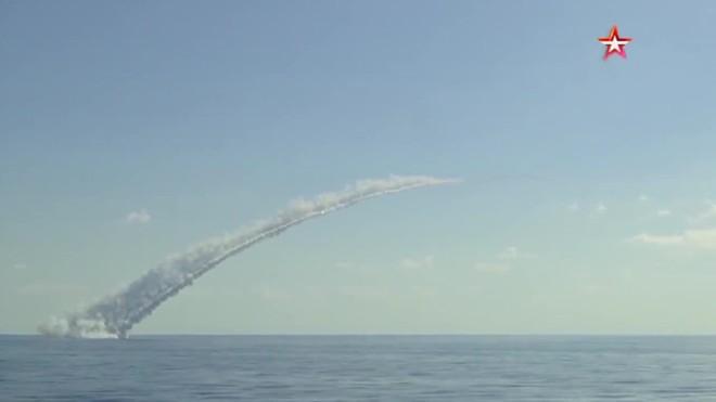 Toàn bộ lực lượng Nga ở Syria báo động, Su-30 và tàu ngầm Kilo đồng loạt vào thế chờ lệnh - Diễn biến mới nhất vụ tàu ngầm Pháp-Úc, căng thẳng tới đỉnh điểm - Ảnh 2.