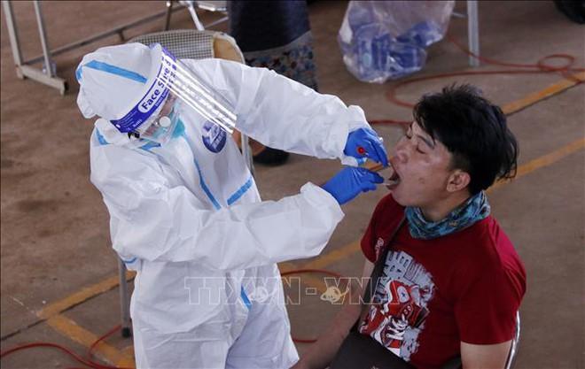 Việt Nam: Kết luận bất ngờ sau khi tiêm hơn 5 triệu liều vắc xin Vero Cell; Quốc gia tiêm chủng cao nhất ĐNÁ gục ngã vì kỉ lục COVID-19 - Ảnh 1.