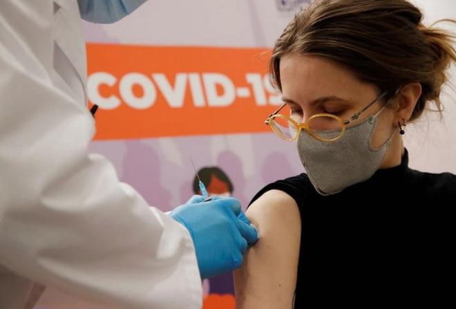 Nước láng giềng tạo điều kiện cho AstraZeneca xuất vaccine sang Việt Nam; Pfizer tiết lộ sốc về hiệu quả vaccine Covid-19 - Ảnh 1.