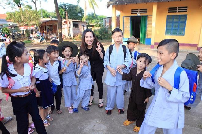 Xúc động lời hứa của Phi Nhung với mẹ ruột và lý do nhận nhiều con nuôi - Ảnh 4.