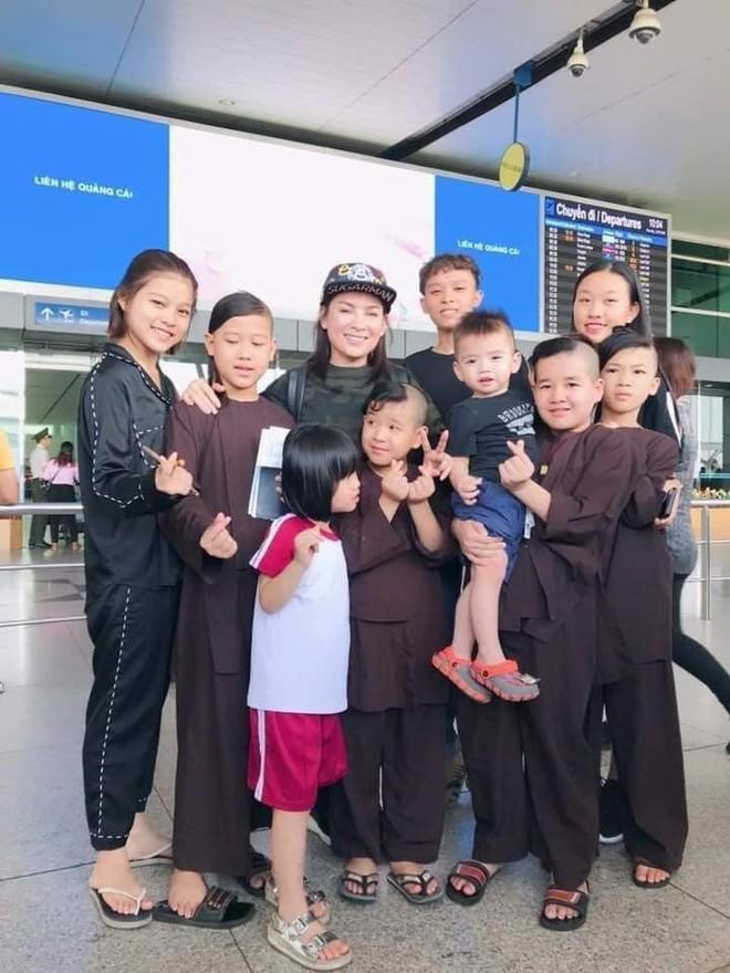 Xúc động lời hứa của Phi Nhung với mẹ ruột và lý do nhận nhiều con nuôi - Ảnh 3.
