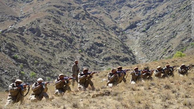 """NÓNG: Taliban tuyên bố điều """"không thể tin nổi"""" về Trung Quốc - Bắn nhau đẫm máu tại thung lũng tử thần ở Afghanistan: Chiến sự rực lửa! - Ảnh 2."""