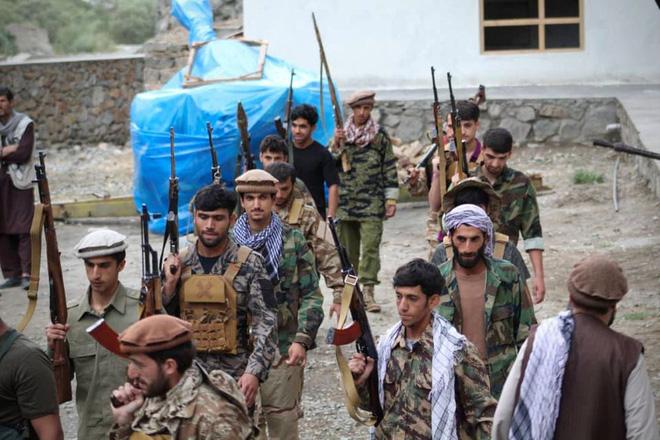 """NÓNG: Taliban tấn công đẫm máu ở thung lũng """"tử thần"""" của Afghanistan, vũ khí hạng nặng tham chiến - Chảo lửa rực cháy! - Ảnh 2."""