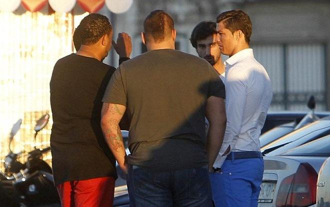 """""""Nhớ"""" Mourinho, Cris Ronaldo tiệc tùng thâu đêm suốt sáng"""