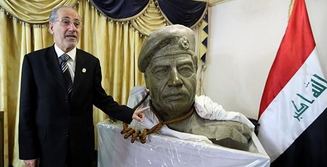 Người treo cổ Saddam Hussein kể về giây phút hành quyết