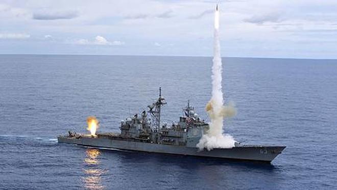 """Đụng độ tàu chiến trên Biển Đông: TQ tố Mỹ """"giả vờ ngây thơ"""""""