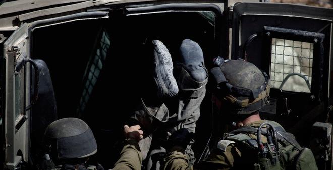 24h qua ảnh: Binh sĩ Israel đẩy thi thể 'kẻ thù' vào sau ô tô