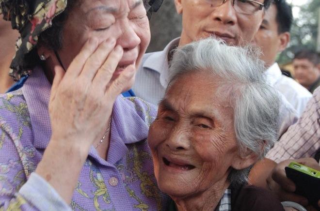 Ứa nước mắt những hình ảnh xúc động nhất viếng Tướng Giáp