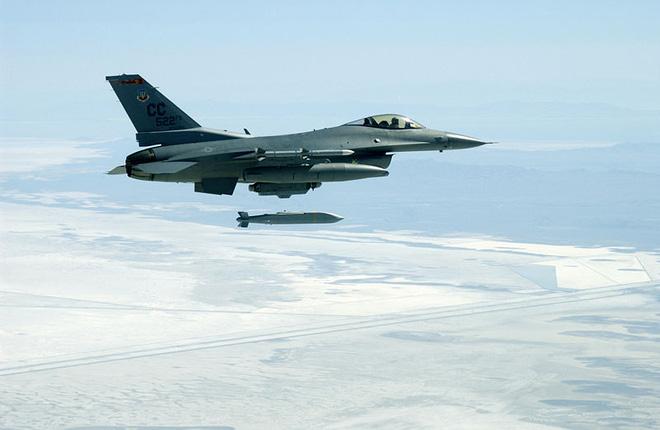 """2 loại vũ khí """"khủng"""" của Mỹ đứng đầu thế giới về… bay chậm"""