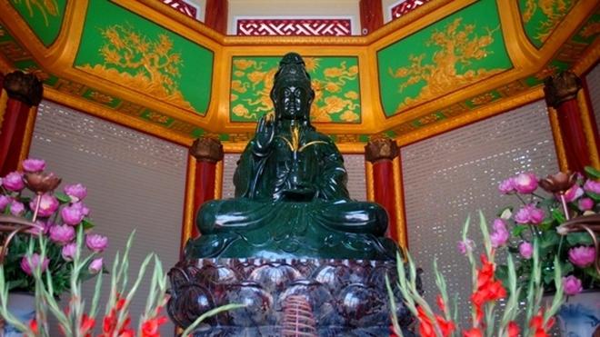 Chiêm ngưỡng tượng Phật ngọc lớn nhất thế giới tại Việt Nam
