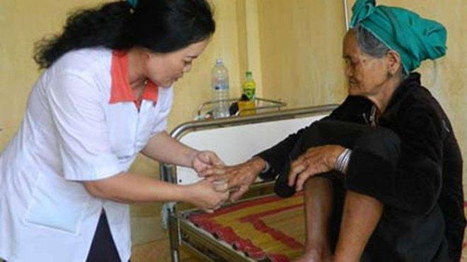 """Hỗ trợ cho người dân vùng """"bệnh lạ"""" tại Quảng Ngãi"""