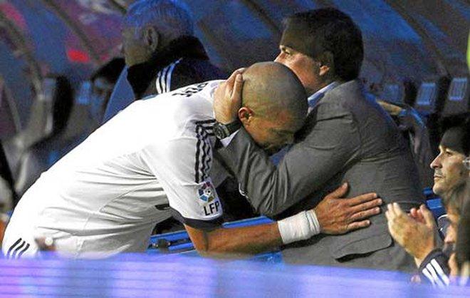 """Real đại loạn: Pepe """"mắng"""" Mourinho"""
