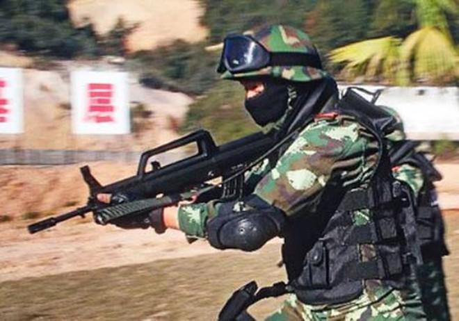 Súng trường lai tạp QBZ-95 của Trung Quốc