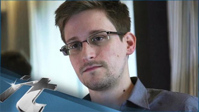 """Tuổi thơ dữ dội của """"tội đồ"""" Edward Snowden"""