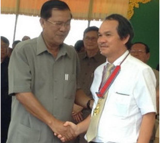 Bầu Đức được nhận Huân chương Công trạng hạng nhất của Campuchia