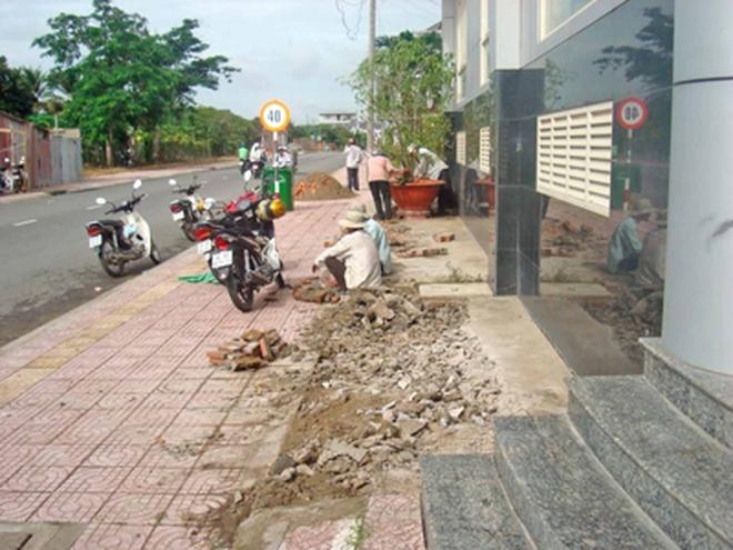 Đập nhà cựu chủ tịch tỉnh Vĩnh Long, mở rộng vỉa hè