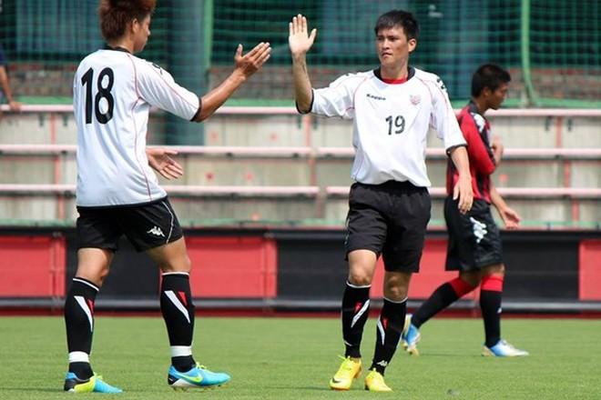 """Sapporo thua tan nát, Công Vinh tiếp tục """"mài đũng quần"""""""