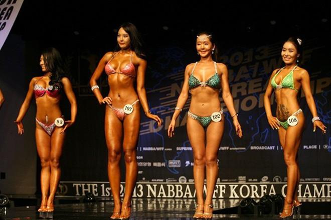 """Lạ mắt cuộc thi hoa hậu """"cơ bắp"""" tại Hàn Quốc"""