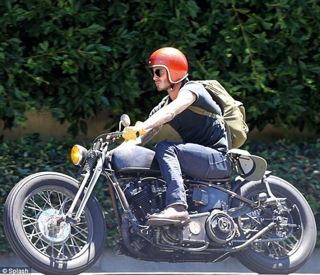"""Beckham """"chất lừ"""" trên xe phân khối lớn"""
