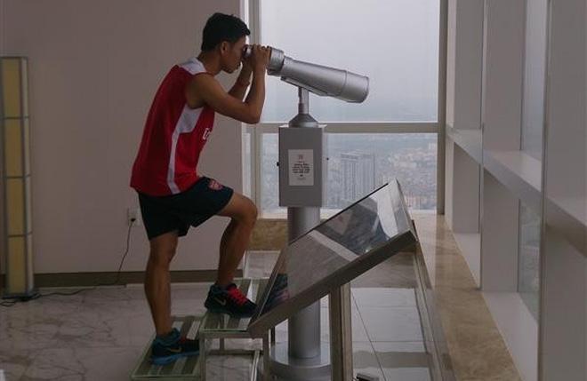 """""""Running Man"""" Vũ Xuân Tiến về nhất cuộc thi """"leo"""" tòa Keangnam"""
