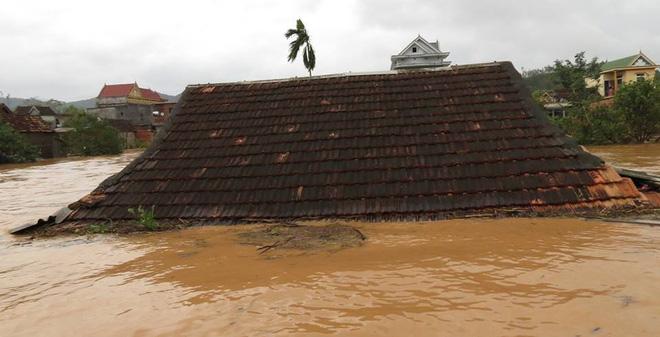 Những chia sẻ thắt lòng về cơn bão số 11 càn quét miền Trung