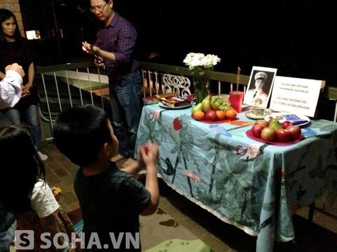 Du học sinh Việt tại Australia lập bàn thờ tưởng niệm Đại tướng