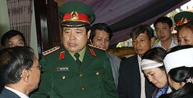 Đại tướng Phùng Quang Thanh đến hiện trường vụ nổ tại Phú Thọ