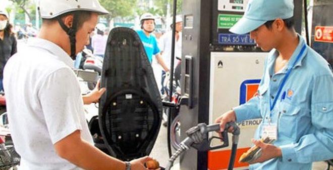 Clip: Lật tẩy mánh khóe gian lận tiền của nhân viên bán xăng