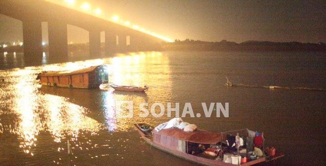 Clip đêm mò xác nạn nhân bị thẩm mỹ viện ném xuống sông