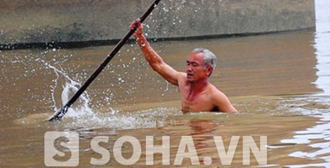 Xuất hiện người tự nguyện lặn mò thi thể chị Lê Thị Thanh Huyền