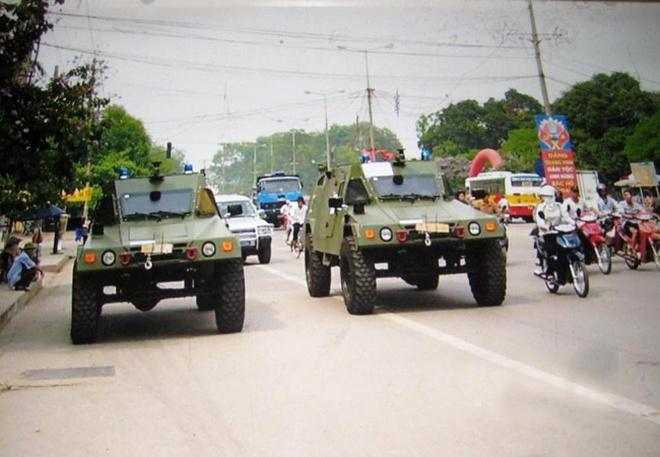 Uy lực xe bọc thép RAM-2000 trên đường phố Việt Nam