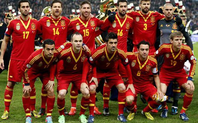 """Uruguay thách thức """"Siêu vô địch"""" Tây Ban Nha"""